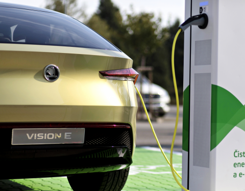 ŠKODA AUTO vybuduje v České republice 7 000 dobíjecích bodů pro elektromobily