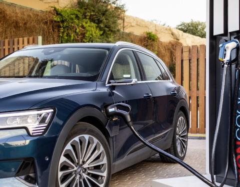 Nabíjecí výkon elektromobilu Audi e-tron
