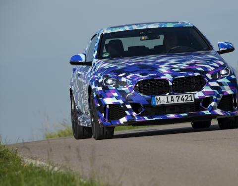 Speciální kamufláž s QR kódy pro nové BMW řady 2