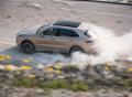 Cayenne Turbo S E-Hybrid a jeho pokrokové podvozkové systémy