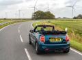 Jízda se staženou střechou v extrovertním stylu: Nové MINI Cabrio Sidewalk
