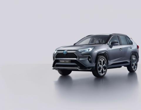 RAV4 Plug-in Hybrid je nová hybridní vlajková loď Toyoty