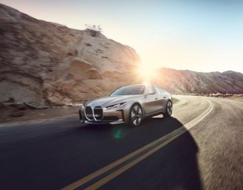 BMW Concept i4. Udávejte tempo stylově