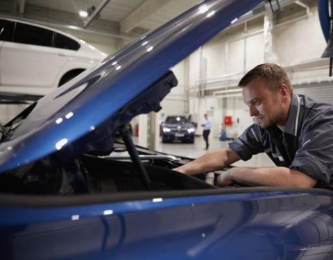 Servisy BMW a MINI zůstávají v provozu