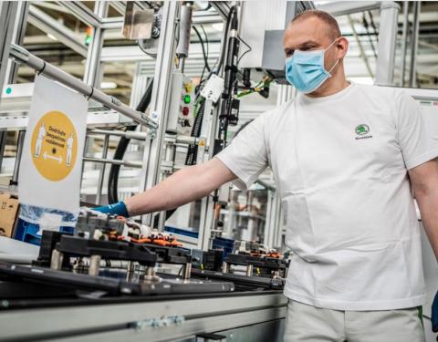 Společnost ŠKODA AUTO obnovuje výrobu ve svých závodech v České republice