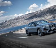 BMW zahajuje sériovou výrobu modelu iX