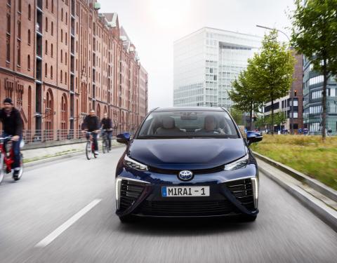 Jak funguje Toyota Mirai, vodíkové auto budoucnosti