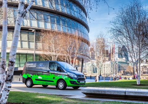 Ford rozšiřuje program testování užitkových vozů Transit PHEV také do Valencie